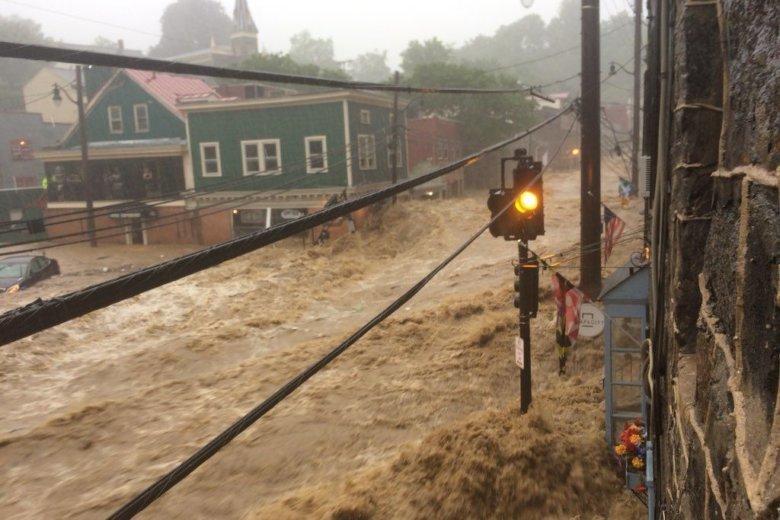 Ellicott-City-flood-Max-Robinson-via-Twitter-780x520.jpg