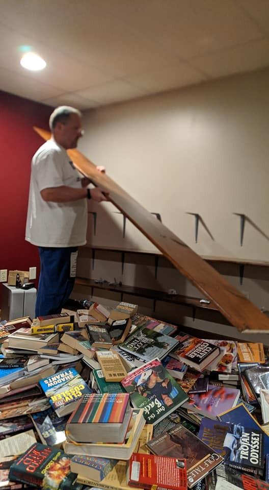 bookshelves.jpg.4931e0cc5008c9313d4495f9d4a89f5f.jpg