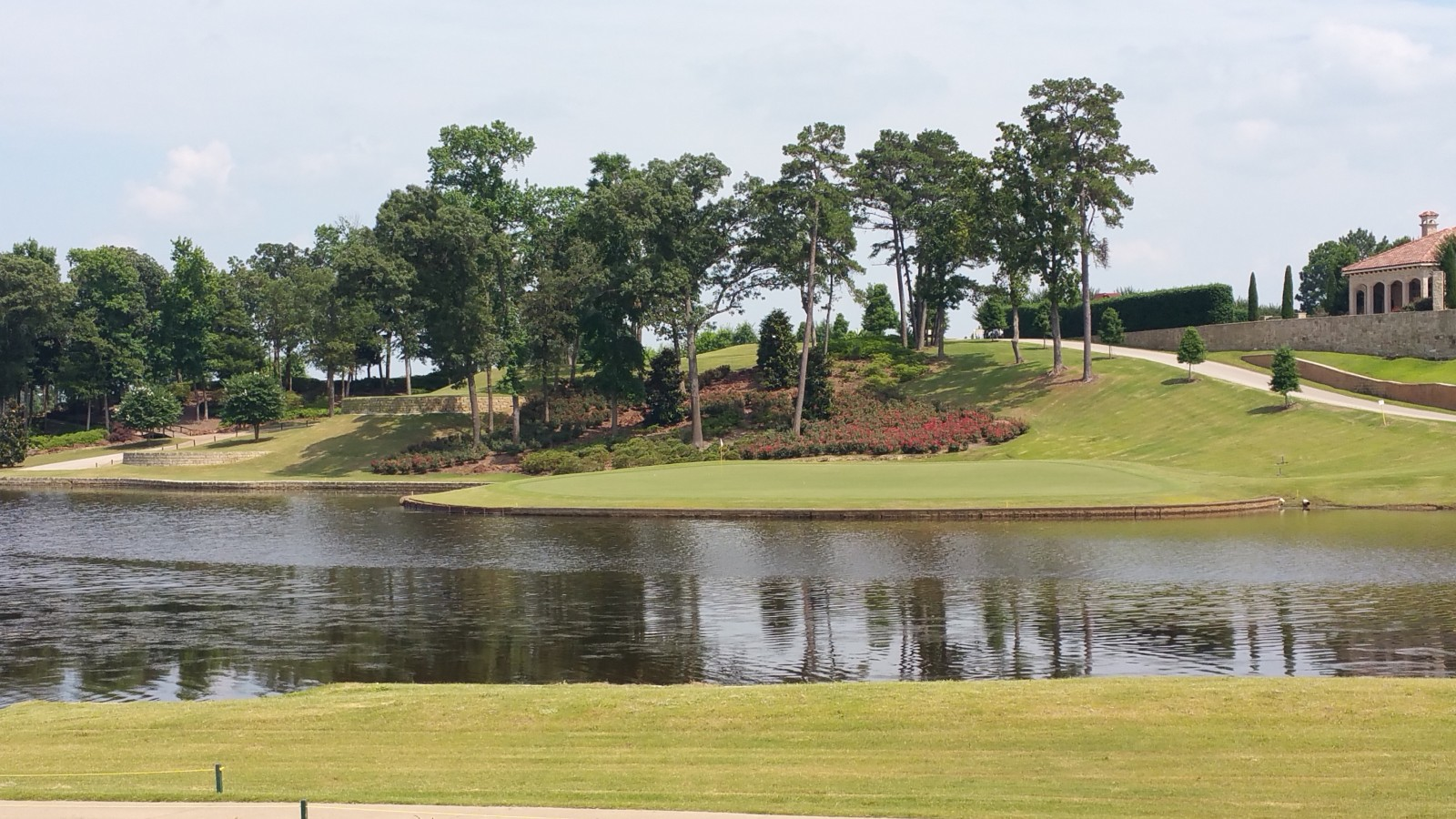 Twin Lakes 18th Island Green