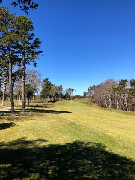 narrow fairway
