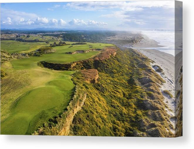 bandon-dunes-golf-course-hole-16-v10-mike-centioli-canvas-print.jpg
